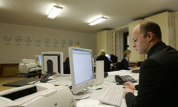 Najwyższe zarobki są wśród pracowników działów IT zatrudnionych w przedsiębiorstwach z Mazowsza /AFP