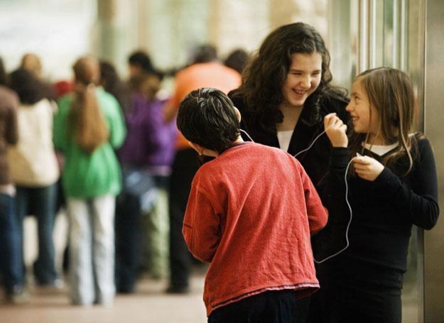 Najwyższy czas, by nasze dzieci z równym entuzjazmem pochyliły się nad szkolnymi książkami /© Panthermedia