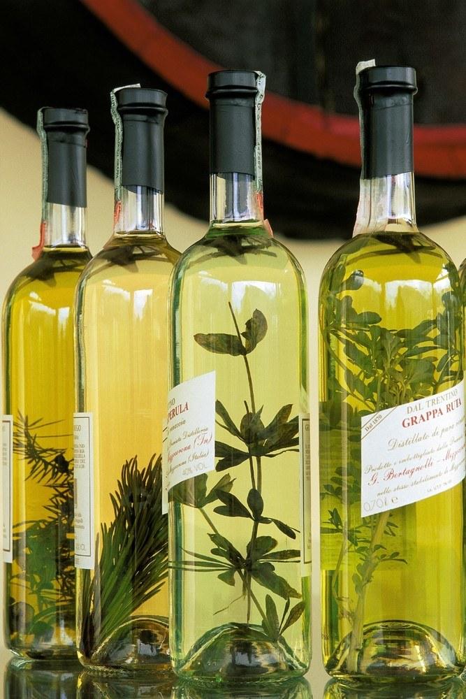 Nalewki ziołowe tradycyjny włoski środek na poprawę trawienia /East News