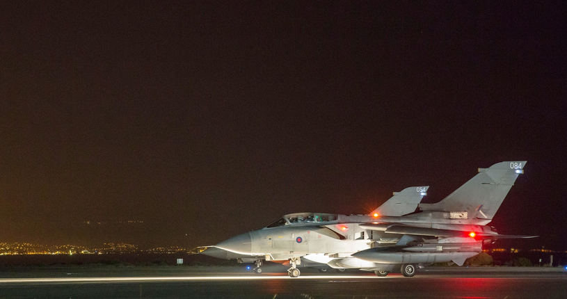 Należący do RAF-u myśliwiec Tornado przygotowuje się do startu z brytyjskiej bazy Royal Air Force w Akrotiri, Cypr, 14 kwietnia 2018 r. /Associated Press/MoD