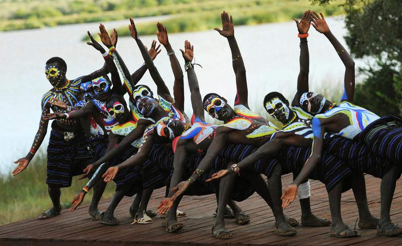 """""""Należy jednak zwrócić uwagę na specyficzny charakter synchronii, która ma miejsce przy okazji wspólnego tańca"""" /AFP"""