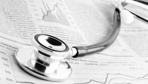 Należy określić maksymalny czas pracy wszystkich lekarzy