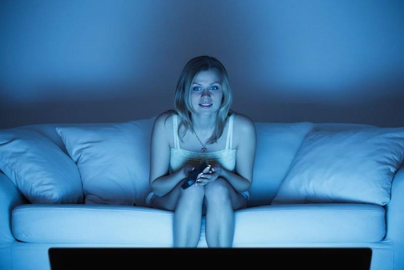 Nałogowe oglądanie telewizji może być niebezpieczne /123RF/PICSEL