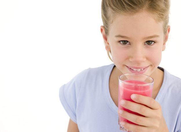 Napoje dla dzieci często zawierają kofeinę /© Panthermedia