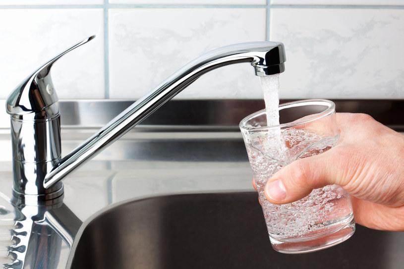 Napowietrzenie strumieniqa wody przyczynia się do oszczędności /123RF/PICSEL