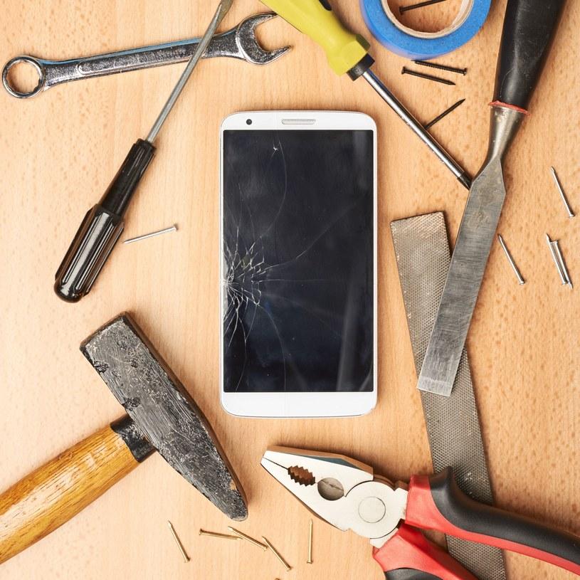 Naprawiać czy kupować nowy? A jeśli naprawić, to jak? /©123RF/PICSEL