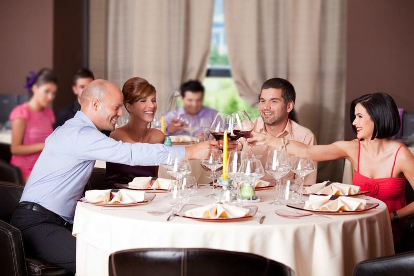 Narcyz na rodzinnych uroczystościach to dusza towarzystwa /©123RF/PICSEL
