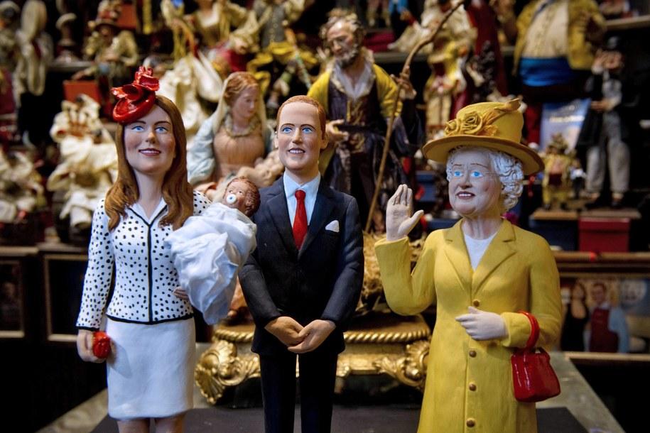 Narodziny dziecka książęcej pary to gratka dla sprzedawców pamiątek /CIRO FUSCOksiążę /PAP/EPA