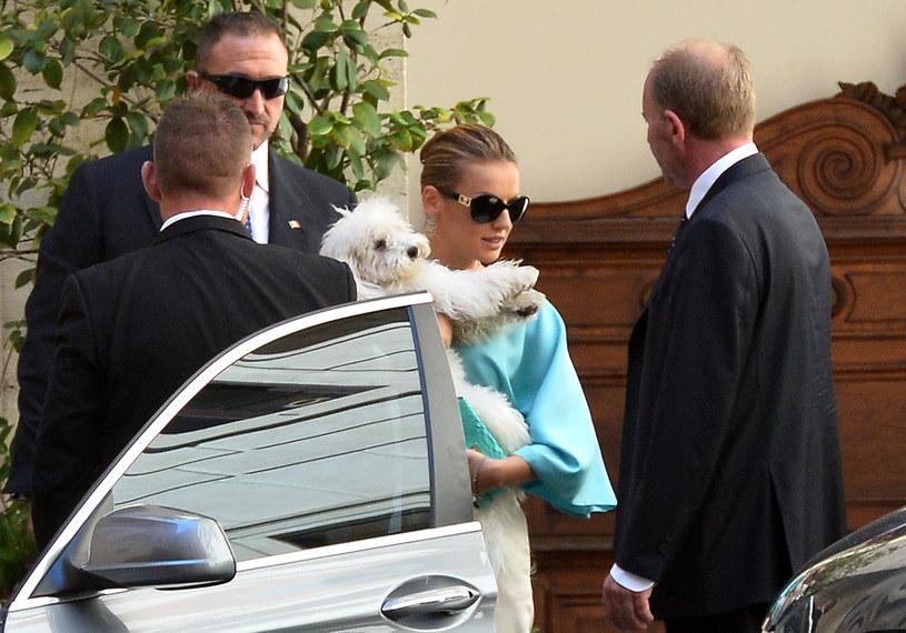 Narzeczona Berlusconiego Francesca Pascale i pudel Dudu /AFP