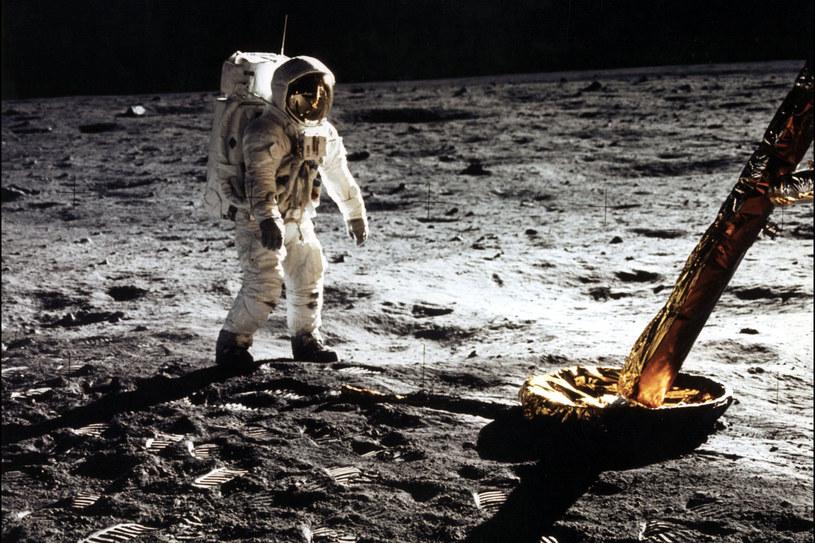 NASA skłania się coraz bardziej ku załogowej misji księżycowej w drodze na Marsa. /AFP