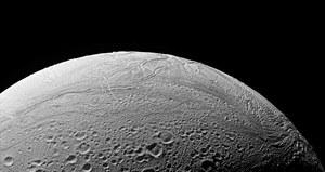NASA: W oceanie na księżycu Saturna mogą być składniki do życia