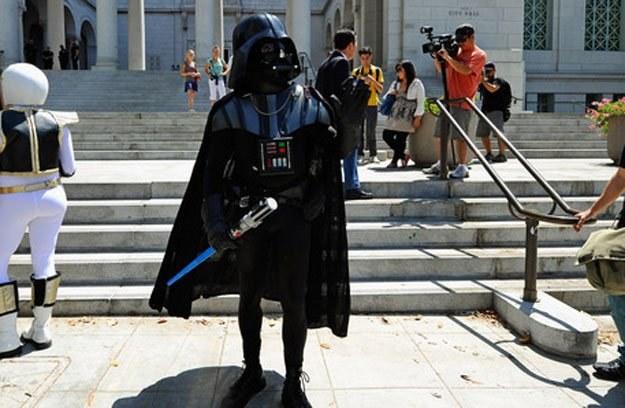 Naśladowców Lorda Vadera jest wielu... /AFP