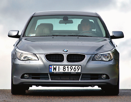 Następca: BMW E60. Silniki V8 były aż trzy: 540i/306 KM, 545i/333 KM, 550i/367 KM. Producent zaoferował także V10 (M5/507 KM). /Motor