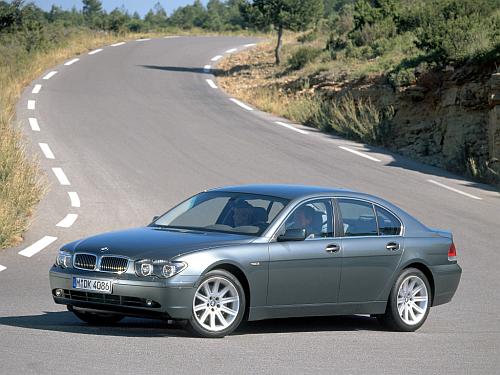 Następcą serii E38 jest seria E65 (2001-2008). Auto stylizował Chris Bangle. /Motor