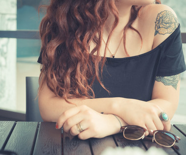 Nastolatka chce sobie zrobić tatuaż