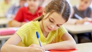 """""""Nasz Dziennik"""": Wczesna edukacja szkodzi dzieciom?"""