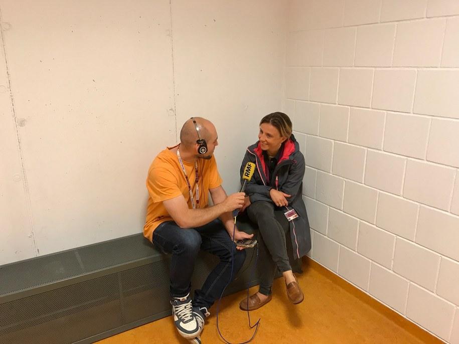 Nasz reporetr Kuba Kaługa z rzecznik prasową Stadionu Energa Gdańsk w stadionowym więzieniu /Kuba Kaługa /RMF FM
