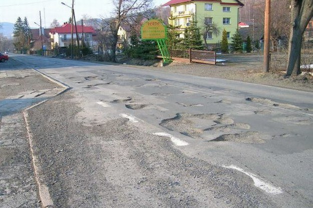 Nasze drogi wciąż pozostawiają dużo do życzenia /INTERIA.PL
