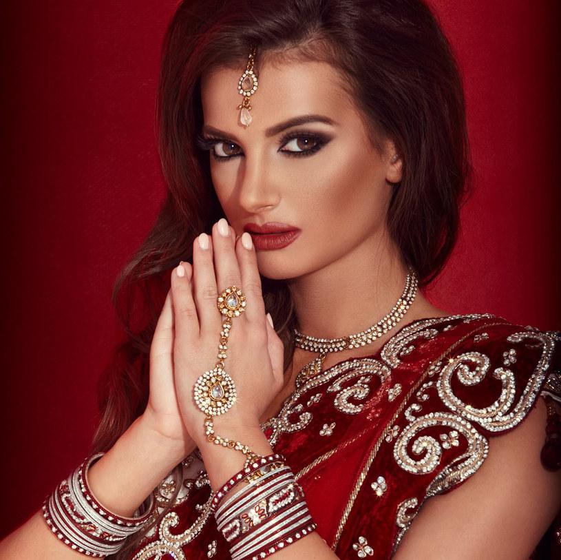 Natalia Janoszek w stylu Bollywood /materiały prasowe