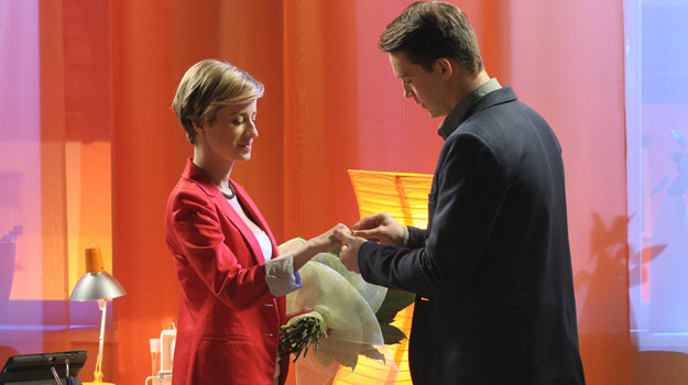 Natan oświadczy się Sabinie, jednak ona ma już męża... /Bogdan Bogielczyk /ATM