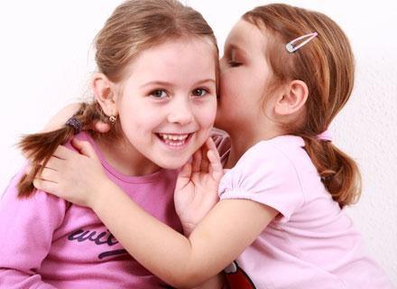 Naturalnym etapem rozwoju mowy u wszystkich dzieci jest zastępowanie trudniejszych głosek /© Panthermedia
