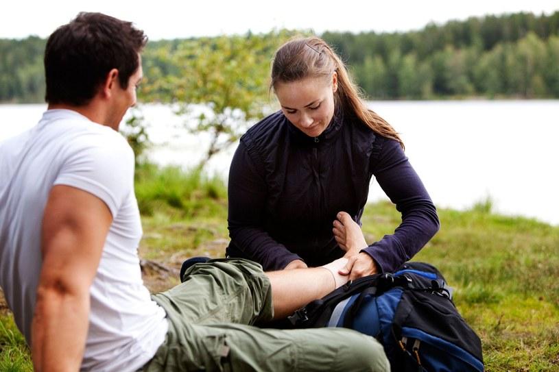 Naucz się odrożniać objawy złamania od zwichnięcia i sposobów udzielania pomocy w obu przypadkach /©123RF/PICSEL