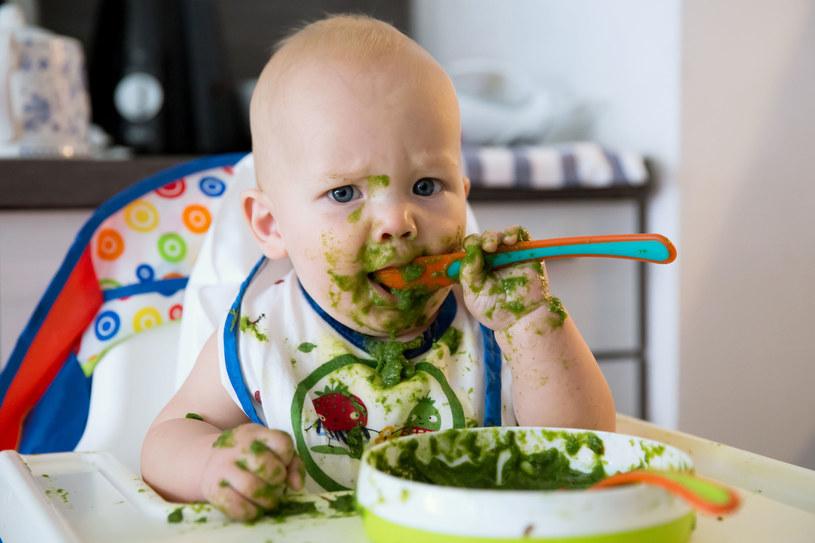 Nauczenie dzieci właściwych nawyków żywieniowych nie jest łatwe /©123RF/PICSEL