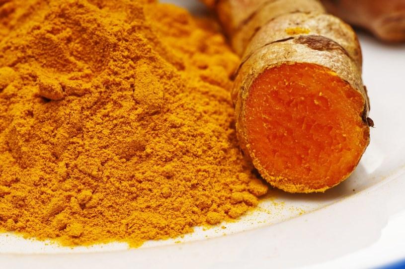 Naukowcom udało się wykazać, że kurkumina unieszkodliwia substancje kancerogenne, tj. sprzyjające rakowi /©123RF/PICSEL