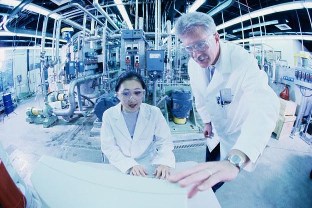 Naukowcy z Politechniki Łódzkiej pracują nad stworzeniem protezy tchawicy z celulozy bakteryjnej /©Purestock /© Glowimages