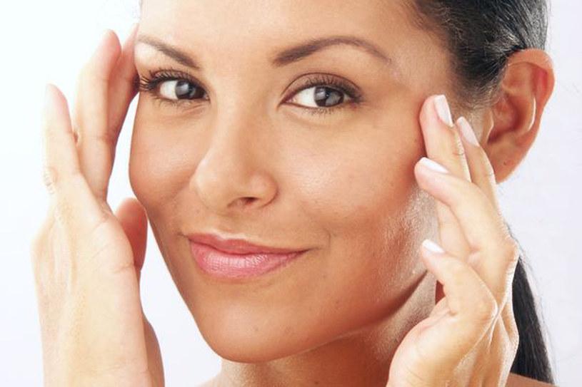 Nawet bez kosmetyków możesz zatroszczyć się o swoją cerę. Wystaczy zmienić kilka złych nawyków /123RF/PICSEL