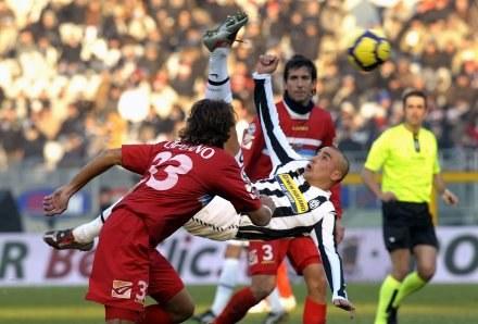 Nawet Fabio Cannavaro nie uchronił Juve przed porażką z Catanią /AFP