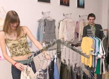 Nawet markowe ubrania robione są w Chinach /ThetaXstock