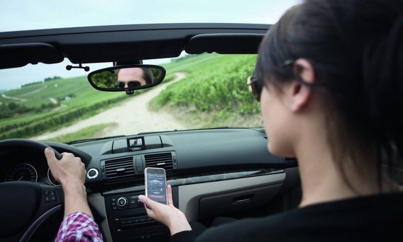 Nawet niektóre modele auto mające więcej niż 10 lat mają zestaw głośnomówiący korzystajcy z Bluetooth - warto z niego skorzystać /Connected Life