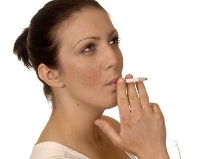 Nawet papierosy o obniżonej zawartości nikotyny uzależniają