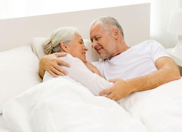 Nawet po wielu latach małżeństwa możecie odbudować swoją bliskość /©123RF/PICSEL