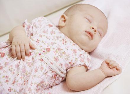 Nawet podczas snu obszary słuchowe mózgu śpiącego niemowlęcia przetwarzają bodźce /© Panthermedia