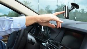 Nawigacja: ekran dotykowy czy przyciski?