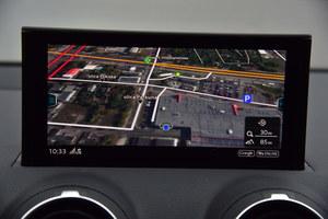 Nawigacja wyświetla mapy m.in. z widokiem satelitarnym. Przekazuje też informacje o natężeniu ruchu. (kliknij, żeby powiększyć) /Motor