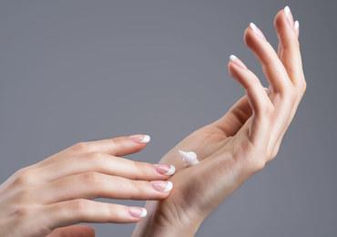 Nawilżaj suchą skórę dłoni