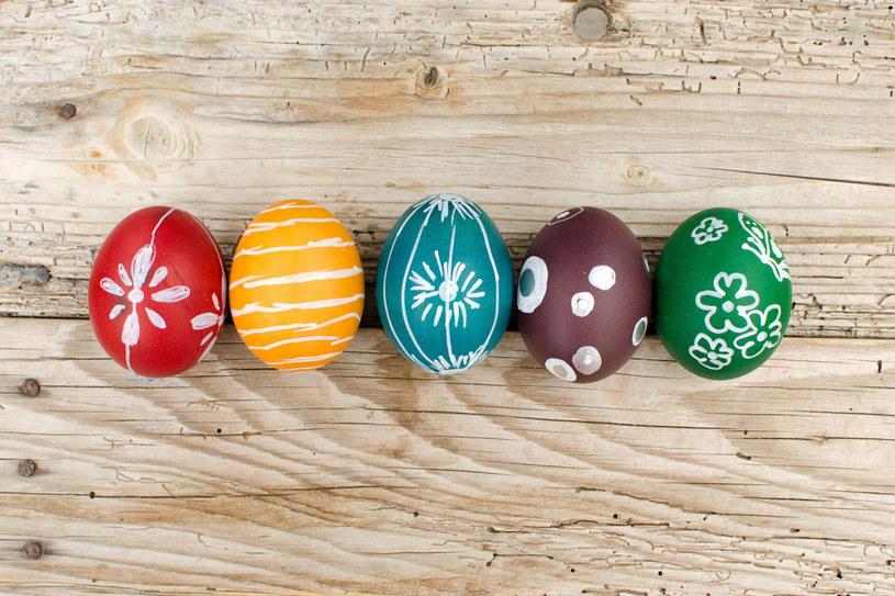Nazwy jaj wielkanocnych zależą od sposobu, w jaki zostały pomalowane /123RF/PICSEL