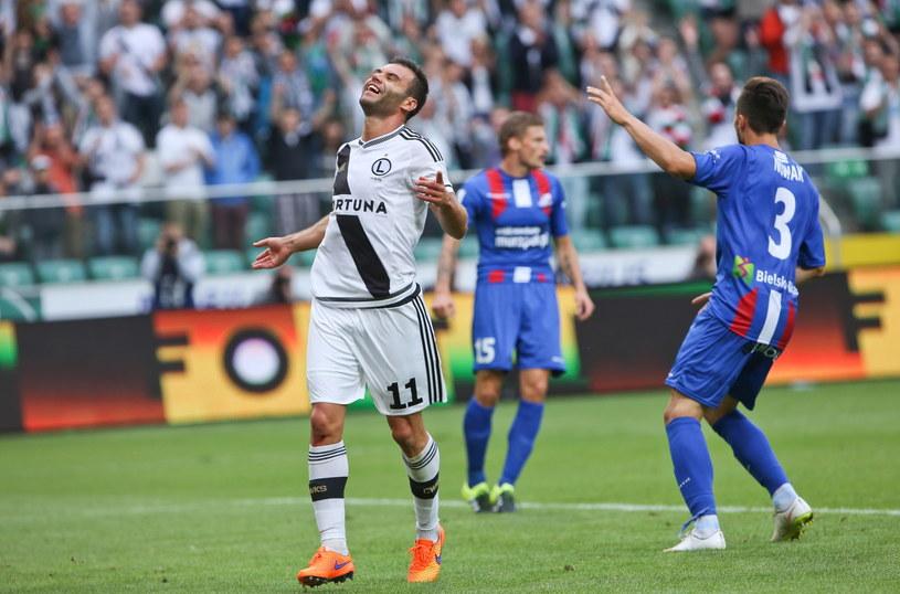 Nemanja Nikolić (z lewej) strzelił kolejnego gola dla Legii /Rafał Guz /PAP