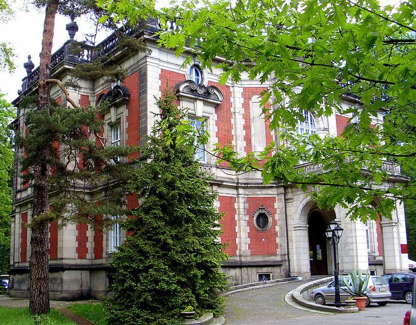 Neobarokowy pałacyk zwany Dworem lub Pałacem Kawalera. To jedyny budynek pozostały po Donnersmarckach w Świerklańcu, który ocalał od zniszczenia. Fot. Autor /