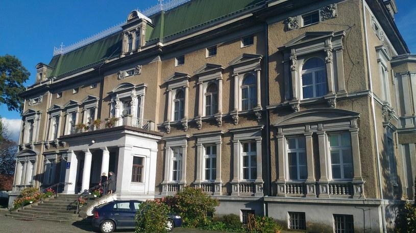 Neorenesansowy pałac w Pogrzebieniu powstał na początku XIX wieku. Na początku należał do rodziny Larischów. Dziś znajduje się tam klasztor sióstr salezjanek /INTERIA.PL