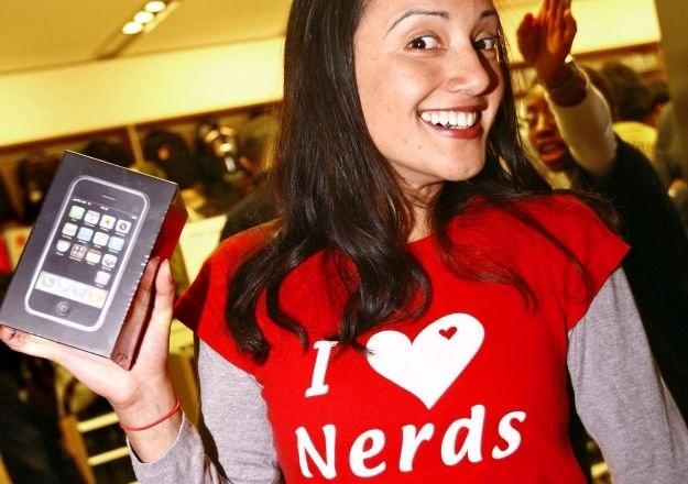 Nerd/geek - facet doskonały? Oczywiście, że nie, ale całkiem z niego przyzwoita partia /AFP