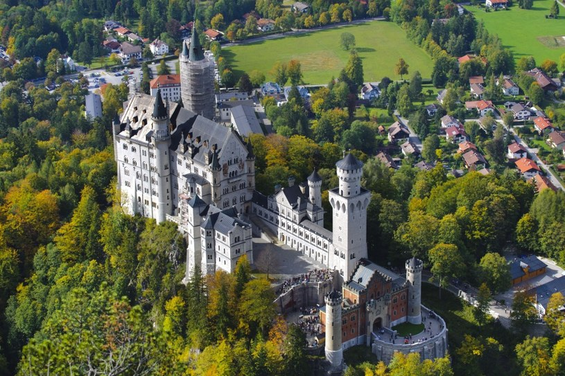 Neuschwanstein to nie średniowieczne gniazdo rycerzy--rozbójników, tylko teatralna dekoracja w skali 1:1 /©123RF/PICSEL