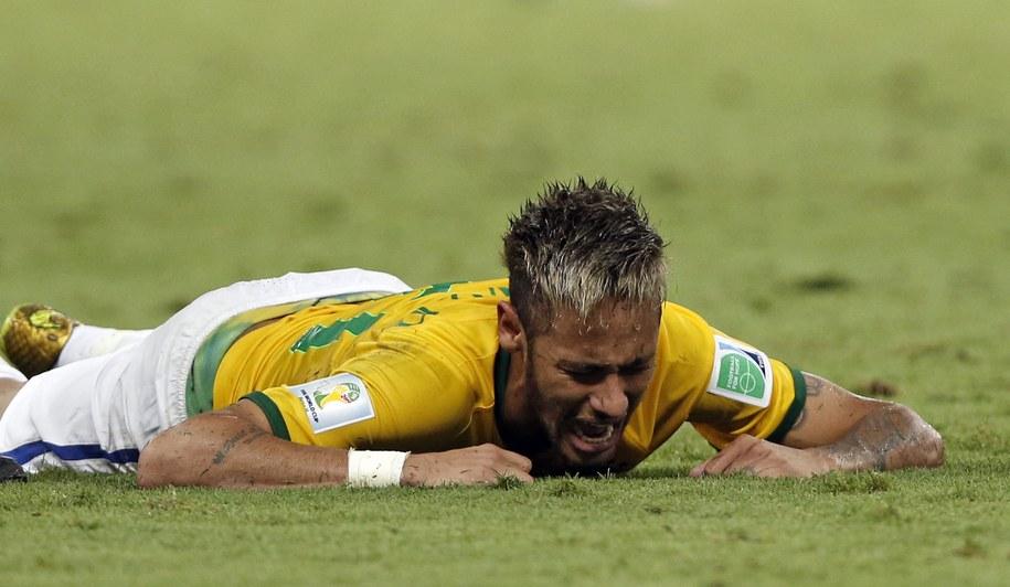 Neymar doznał kontuzji kręgosłupa w meczu ćwierćfinałowym mistrzostw świata z Kolumbią /TOLGA BOZOGLU /PAP/EPA