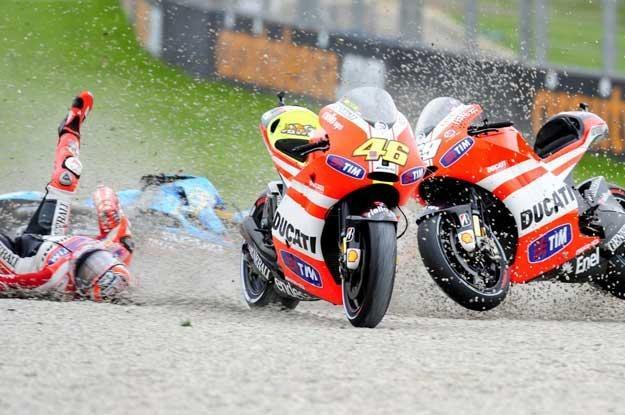 Nick Hayden  podczas  wyścigu MotoGP  w Walencji /AFP
