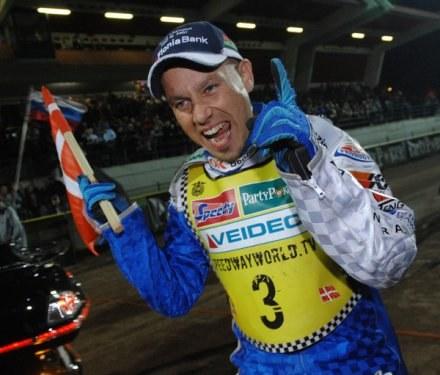 Nicki Pedersen odniósł wspaniały triumf podczas mistrzostw Danii. /AFP