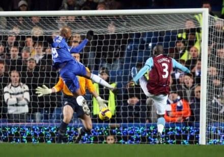Nicolas Anelka strzelił swojego 100 gola w Premier League /AFP