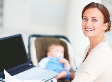 Nie brakuje kobiet, które chcą kontynuować swój rozwój zawodowy po porodzie /© Panthermedia